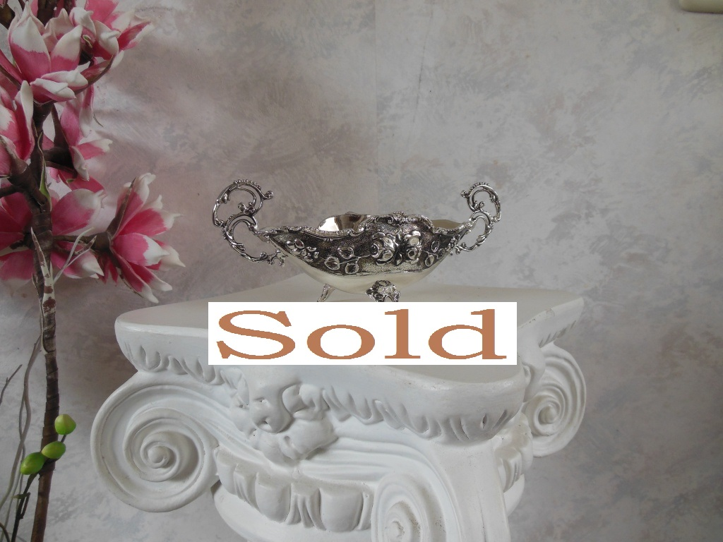 Very detailed silver plated bon bon bowl dish with floral decoration and very nice handles.