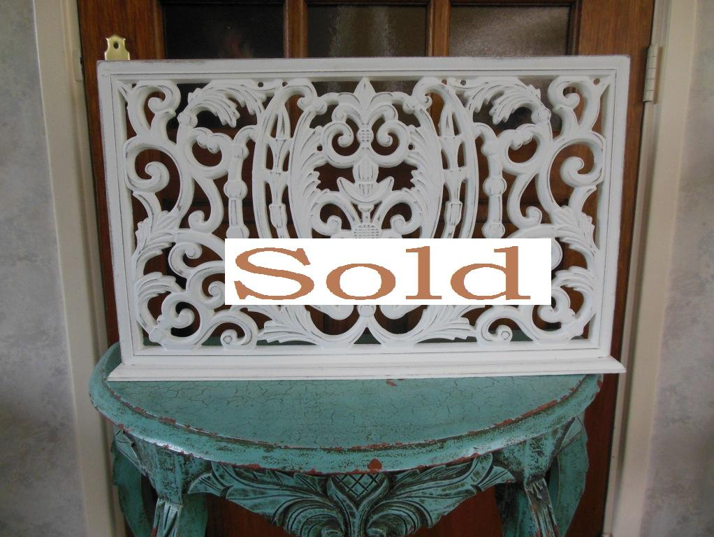 Beautiful white wooden decoration screen with gorgeous details.